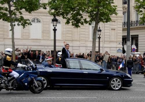 汽车.他私人名义下除了拥有一辆时尚的mini couper外,他的妻高清图片